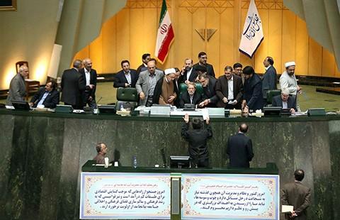 Quốc hội Iran thông qua thỏa thuận về hạt nhân - ảnh 1