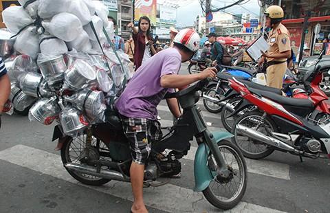 TP.HCM quyết dẹp xe máy 'mù' - ảnh 1
