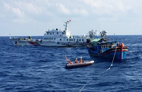 Cứu dân trên biển của ta, sao Trung Quốc cản được? - ảnh 2