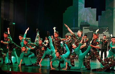 Xem miễn phí 200 nghệ sĩ trình diễn múa - ảnh 1