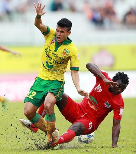 Bảo hiểm cho cầu thủ: Lỗi của nền bóng đá - ảnh 1
