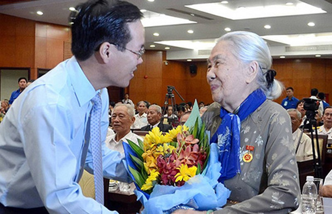 Trao huy hiệu 60-70 năm tuổi Đảng cho 146 đảng viên - ảnh 1