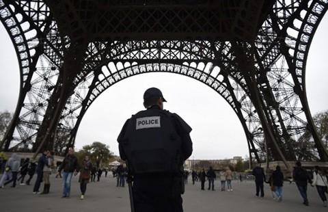 IS dọa sẽ còn khủng bố Paris  - ảnh 2