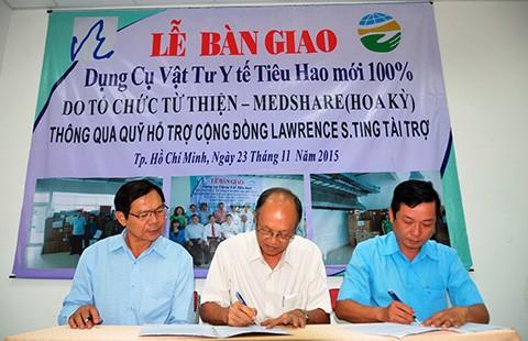 Tặng dụng cụ vật tư y tế cho Vĩnh Long, Đồng Tháp  - ảnh 1