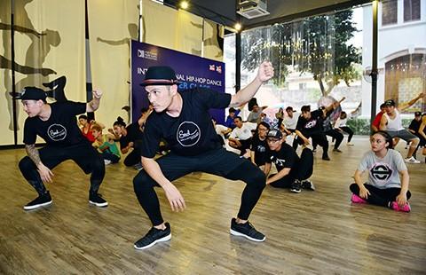 Nghệ sĩ gốc Việt thành danh trên sàn nhảy Mỹ - ảnh 1