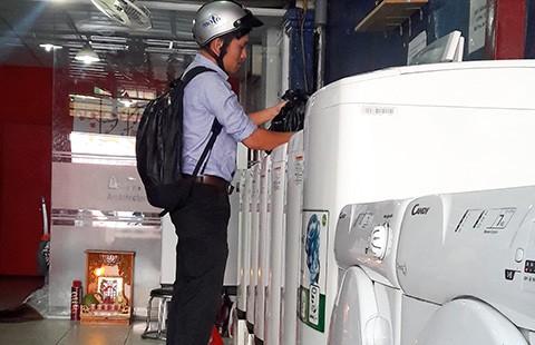 Dịch vụ mới ở Sài Gòn: Đi giặt đồ sướng như ngồi quán cà phê - ảnh 1
