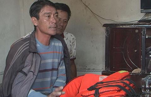 Chìm tàu cá ở Thanh Hóa, năm ngư dân được cứu sống, bốn người mất tích - ảnh 1