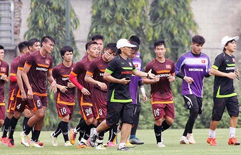 Đội tuyển U-23 Việt Nam: Rèn luyện dưới 'bão' - ảnh 1