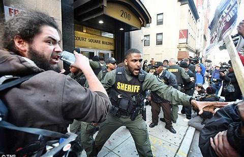 Phiên tòa nạn nhân da đen Freddi Gray phải xử lại - ảnh 1