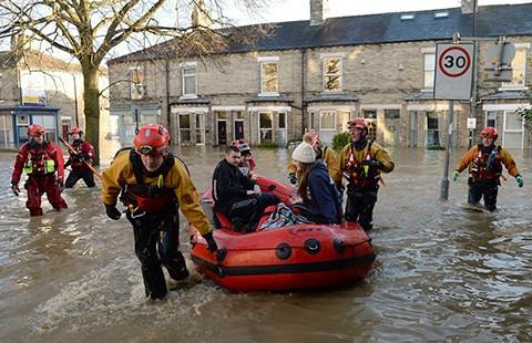 Nhìn lại những thảm họa tự nhiên kinh hoàng 2015 - ảnh 1