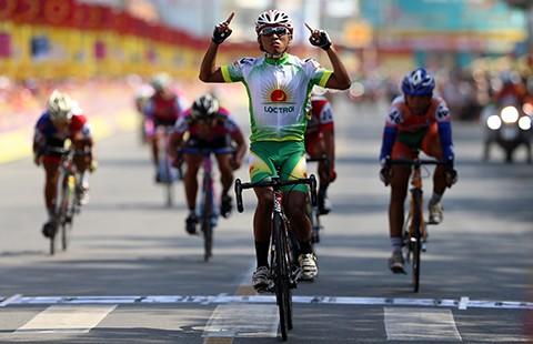 Giải xe đạp Bến Tre - Tôn Hoa Sen 2016: Hoàng Giang bất ngờ lập cú đúp - ảnh 1