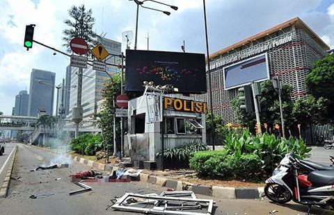 Bảy tên khủng bố tấn công Jakarta - ảnh 1