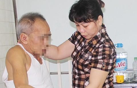 'Căng' tìm người chăm sóc người già ngày tết - ảnh 1