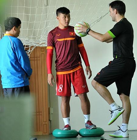 Futsal VN dự giải châu Á: Khổ luyện nơi không có tết - ảnh 5
