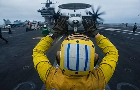 Tàu sân bay Mỹ rời biển Đông  - ảnh 1