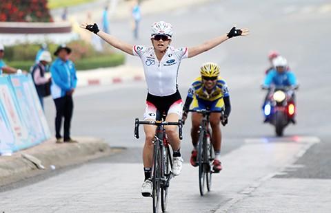 Cuộc đào thoát ngoạn mục của tay đua Nhật Bản - ảnh 1