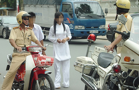 Học sinh vi phạm giao thông không bị thôi học - ảnh 1