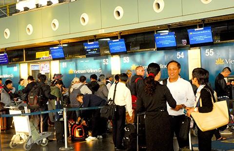 Sân bay Nội Bài: Lên hạng, vẫn còn chỗ nhếch nhác - ảnh 1