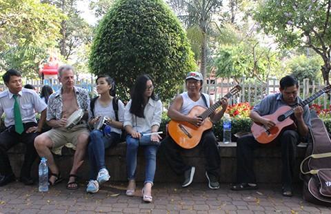 Ban nhạc Tây và ta ở công viên 23-9 - ảnh 1