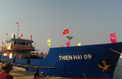 Bàn giao tàu hậu cần 250 tấn cho ngư dân Lý Sơn - ảnh 1