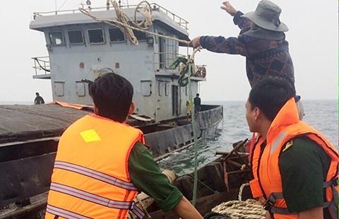 Cứu hộ thành công tàu gặp nạn tại khu vực đảo Cồn Cỏ - ảnh 1