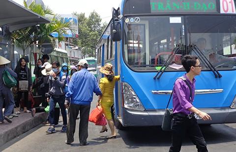 Sài Gòn sẽ hết xe buýt thải khói đen - ảnh 1