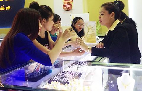 Rẻ hơn thế giới, vàng từ Việt Nam sẽ 'chảy' ra nước ngoài ?  - ảnh 1