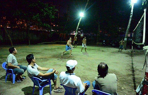 Đi xem bóng chuyền 'đầu - cánh - cổ' ở Sài Gòn - ảnh 1