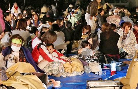 44.400 người sơ tán do động đất mạnh ở Nhật - ảnh 1