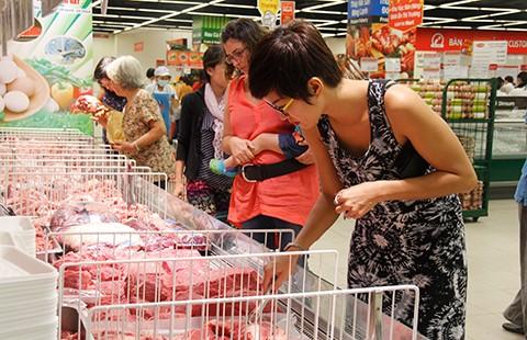 Thịt heo, xúc xích… ngoại đổ bộ quán bình dân Sài Gòn  - ảnh 1
