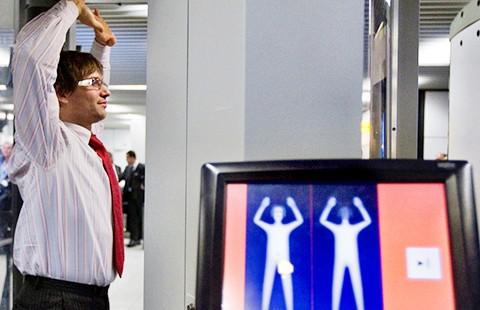 Máy quét toàn thân tại sân bay Mỹ bị kiện - ảnh 1