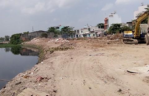 Dân ven kênh Tham Lương chưa biết xây nhà thế nào - ảnh 1