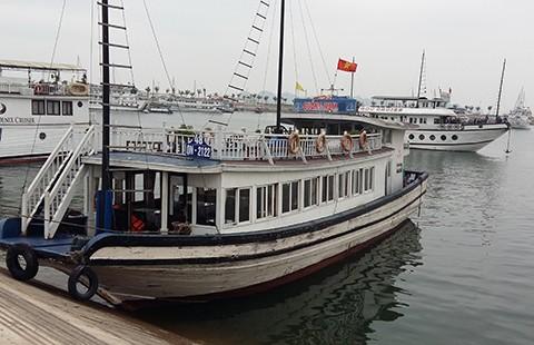'Án tử' cho tàu lưu trú đêm ở vịnh Hạ Long - ảnh 1
