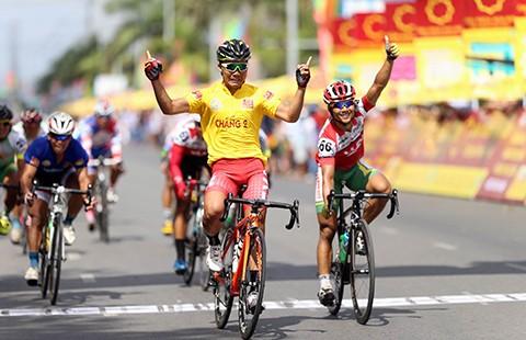 Giải xe đạp Về nông thôn An Giang 2016: BTC trích hơn 3 tỉ đồng làm từ thiện - ảnh 1