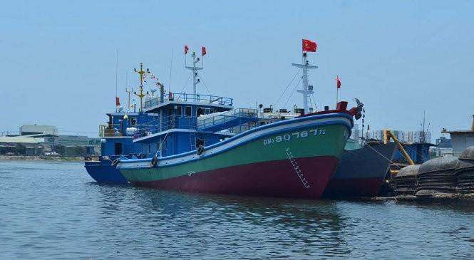 Hạ thủy tàu vỏ thép đóng theo sáng kiến của ngư dân - ảnh 1