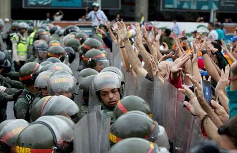 Chính phủ Venezuela trước nguy cơ sụp đổ? - ảnh 2