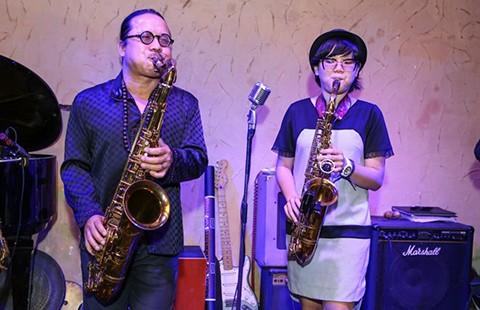 Trần Mạnh Tuấn và con gái trình diễn tại liên hoan nhạc jazz - ảnh 1