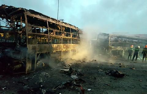 12 người thiệt mạng trên 3 ô tô bốc cháy - ảnh 2