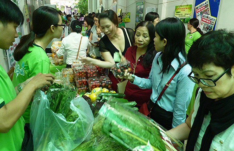 Người thành phố tìm gì ở những phiên chợ sạch? - ảnh 1