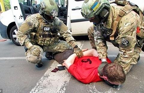 Khủng bố tấn công Euro 2016 hay tên buôn súng? - ảnh 1