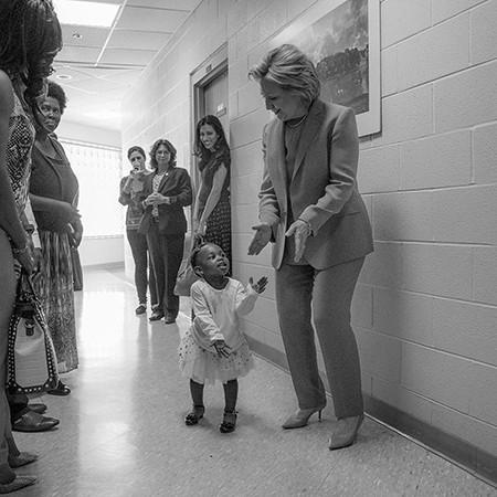 'Ứng viên lịch sử' Hillary Clinton sẽ làm gì cho nước Mỹ? - ảnh 2
