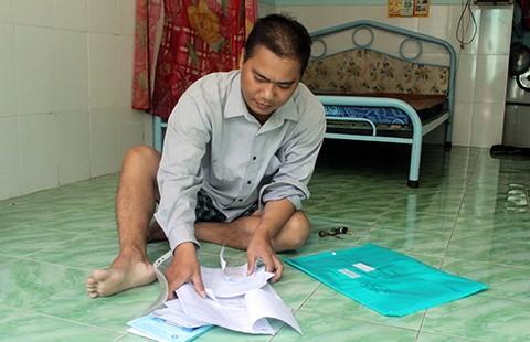 Rớt nước mắt với hoàn cảnh ngặt nghèo của công nhân - ảnh 2