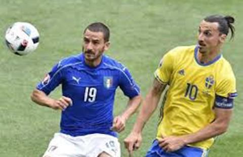 Giải mã nụ cười Ibrahimovic dù đội nhà thua Ý  - ảnh 1