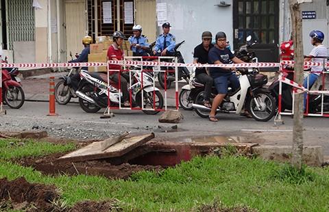 Chậm khắc phục lún, sụp dọc kênh Nhiêu Lộc - Thị Nghè - ảnh 2