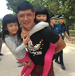 Ngày gia đình Việt Nam: Đàn ông ở phố chăm con - ảnh 2