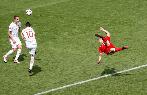 Hàng hiếm Shaqiri giữa cơn bão bóng đá thực dụng - ảnh 1