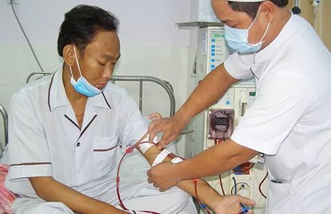 Mang máy lọc thận xuống gần nhà bệnh nhân - ảnh 1