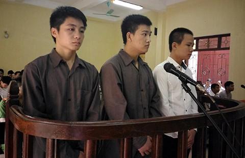 Phạt tù 3 kẻ 'chém nhà báo cho bõ tức' - ảnh 1