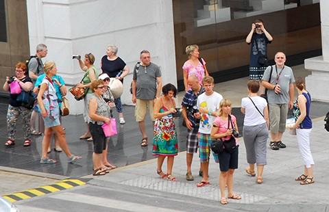 Tiếp tục miễn thị thực cho du khách 5 quốc gia Tây Âu - ảnh 1
