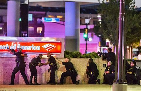 Nổ súng ở Dallas, 12 cảnh sát Mỹ thương vong - ảnh 1